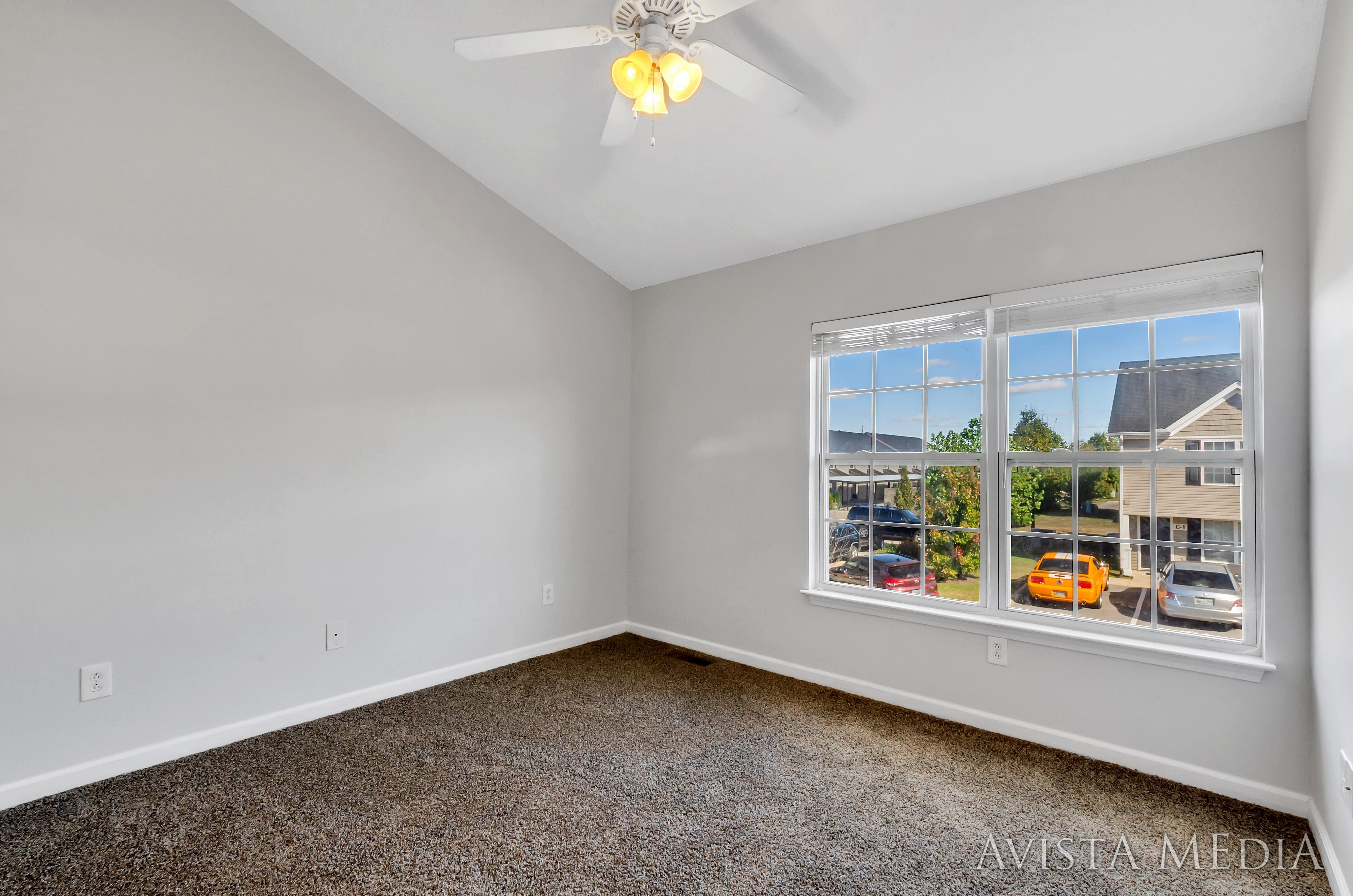 Signature HDR Real Estate Photography by Avista Media - Empty Room
